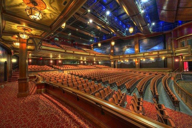 divadelní sál, sedačky
