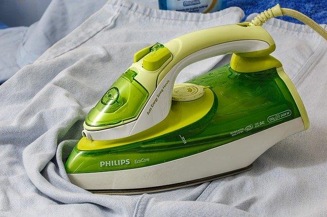 domácí práce v podobě žehlení